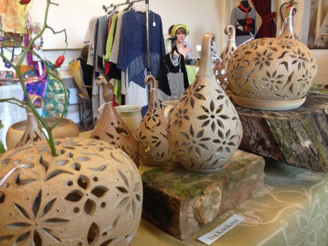 Ozdobná prořezávaná keramika