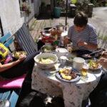 Letní oběd před dílnou